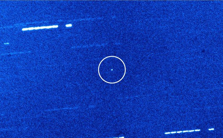 Странното поведение на астероидът Оумуамуа