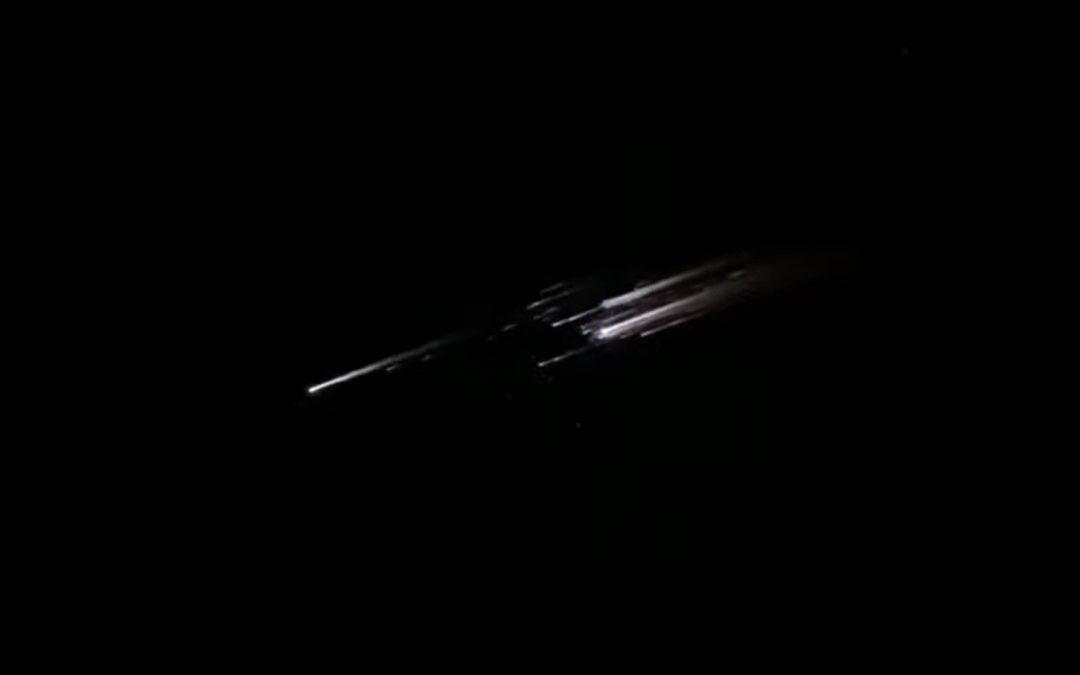 Странен обект се разпадна в небето над Бишкек, Киргизстан – видео
